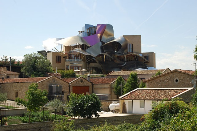 Bodega Marqués de Riscal en La Rioja, España. Foto © Patrick Mreyen