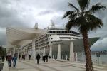 The World anclado en el Muelle 2 de Málaga. Foto © Parick Mreyen